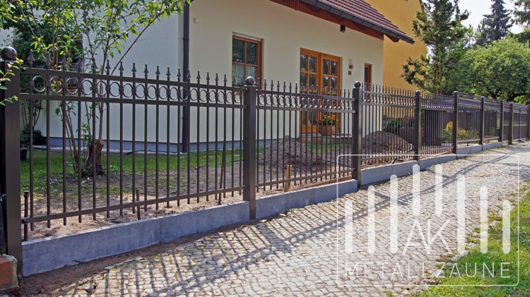 ak metal z une aus polen berlin mahlsdorf zaune. Black Bedroom Furniture Sets. Home Design Ideas